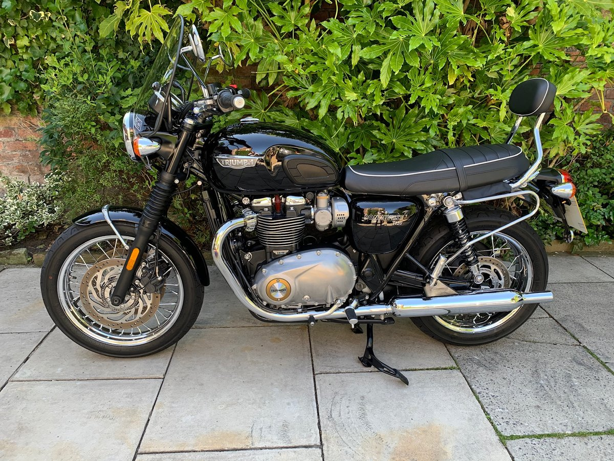 2017 Triumph Bonneville T120 Exceptional Condition, With Extras SOLD (picture 2 of 6)