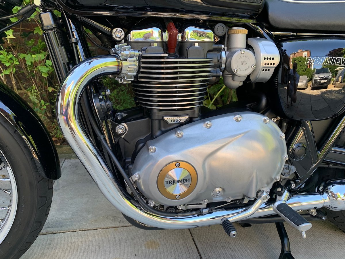 2017 Triumph Bonneville T120 Exceptional Condition, With Extras SOLD (picture 4 of 6)