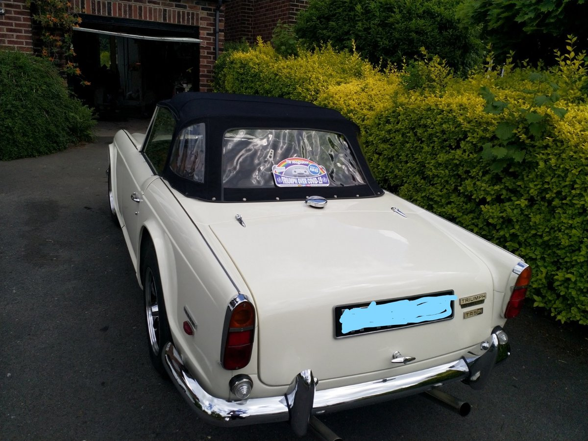 1967  UK Triumph TR5 White/Red Fully Restored For Sale (picture 2 of 6)