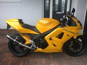 Triumph Daytona 650 in Yellow
