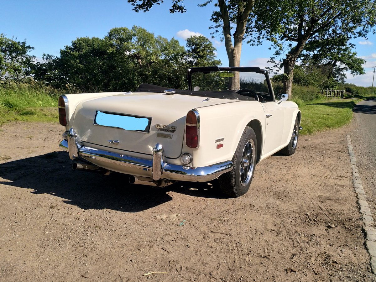 1967  UK Triumph TR5 White/Red Fully Restored For Sale (picture 5 of 6)