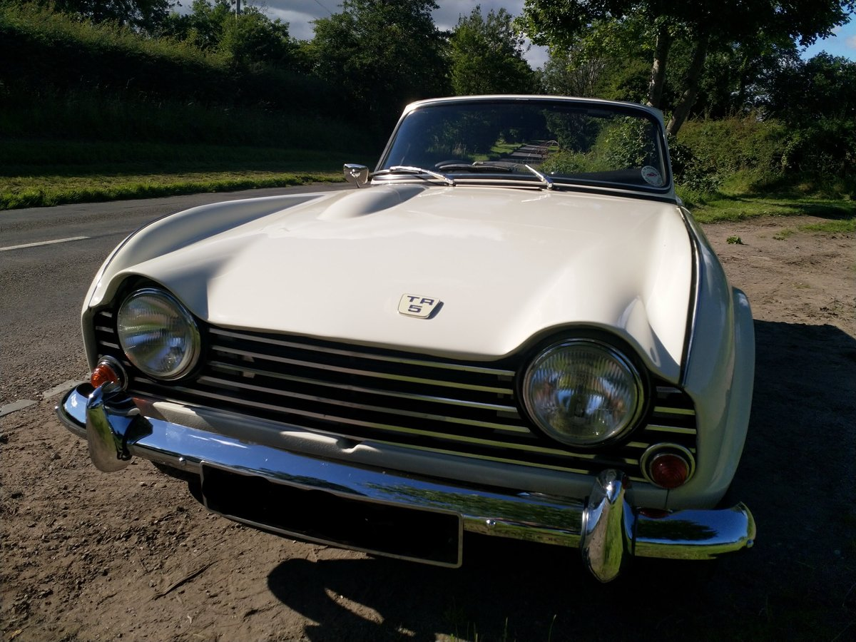1967  UK Triumph TR5 White/Red Fully Restored For Sale (picture 3 of 6)