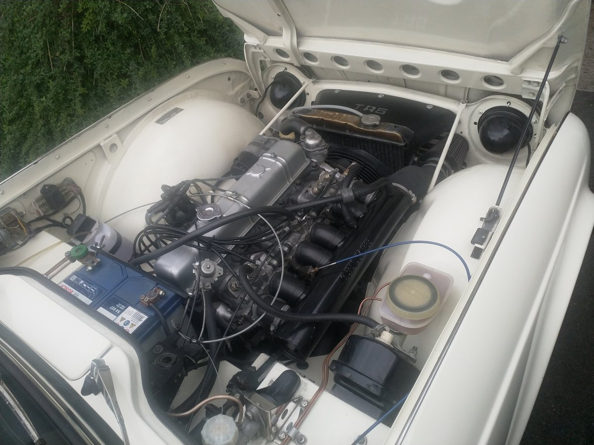 1967  UK Triumph TR5 White/Red Fully Restored For Sale (picture 4 of 6)
