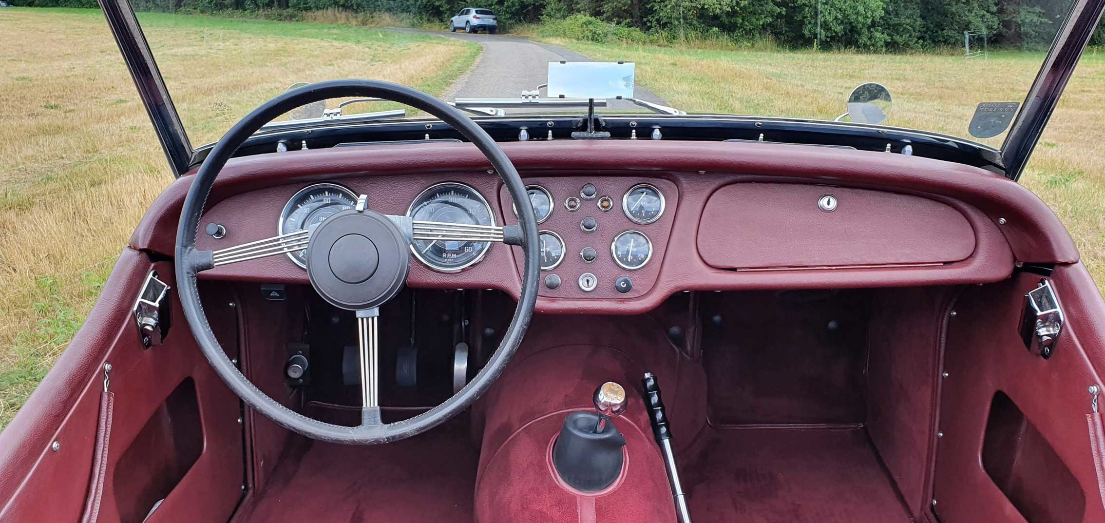 """1953 Triumph TR2 very early """"Longdoor"""" model LHD For Sale (picture 4 of 6)"""