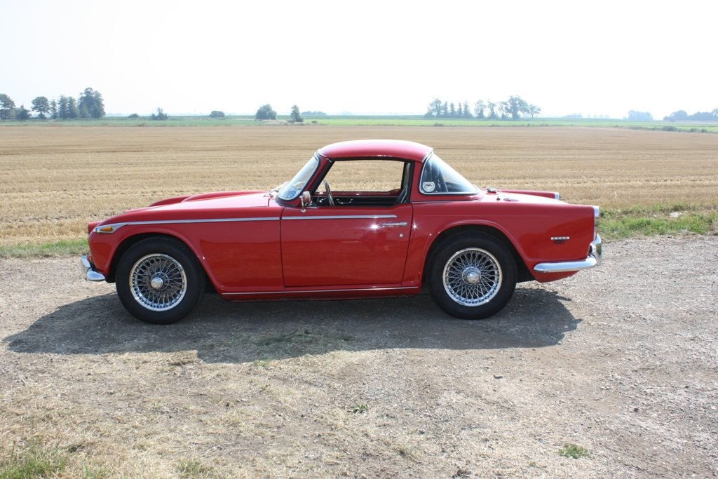 TR5 1968 SIGNAL RED WITH BLACK INTERIOR. SURREY HARD AND SOF For Sale (picture 6 of 6)