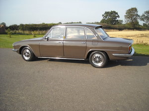 TRIUMPH 2500 PI AUTO ONE OWNER STUNNING CAR LOW MILES