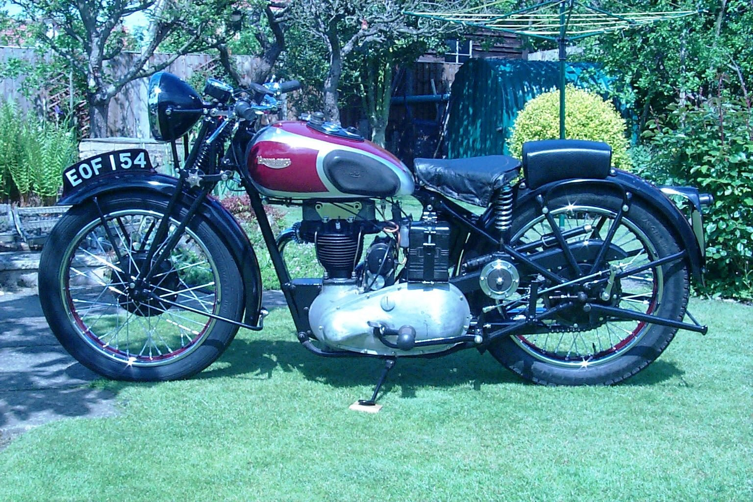 1938 Triumph 2H restored and ready to ride. For Sale (picture 2 of 5)