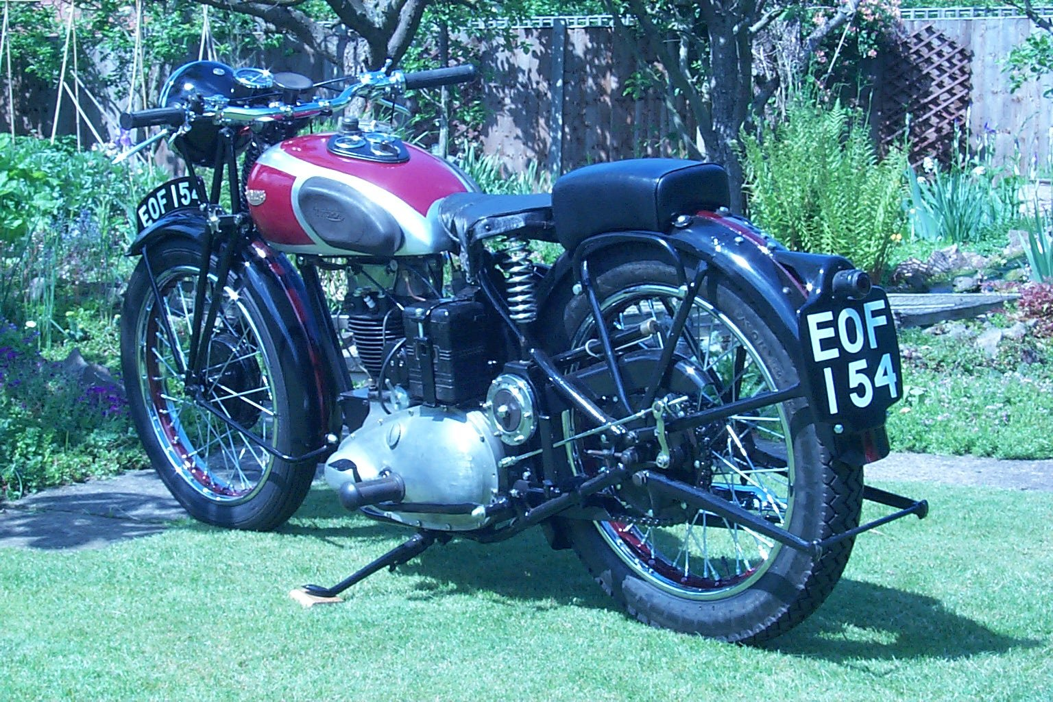 1938 Triumph 2H restored and ready to ride. For Sale (picture 3 of 5)