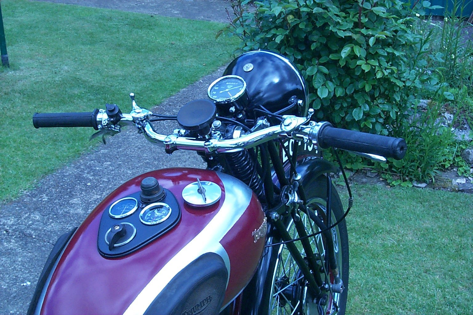 1938 Triumph 2H restored and ready to ride. For Sale (picture 5 of 5)
