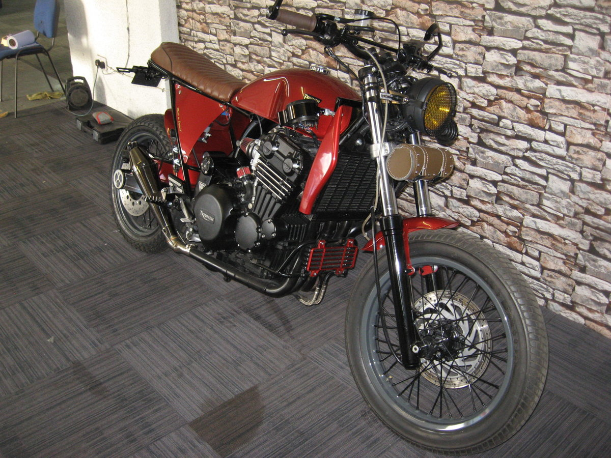 1994 M-reg Triumph 900 Special finished in red metallic For Sale (picture 2 of 6)