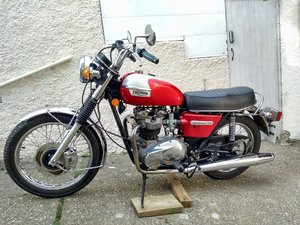 Triumph Bonneville T140V 5 speed.