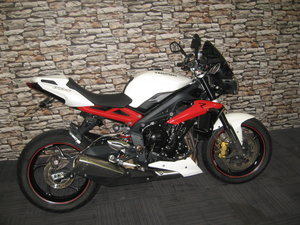 Picture of 2015 15-reg Triumph Street Triple R 675 Finished in red and
