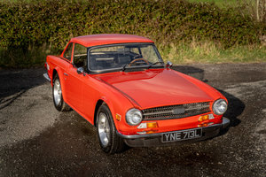 Picture of 1973 Triumph TR6 LHD Signal Red with Hardtop For Sale