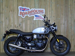Picture of 2017 Triumph Bonneville 900cc Street Twin, Only 2500 Milles For Sale
