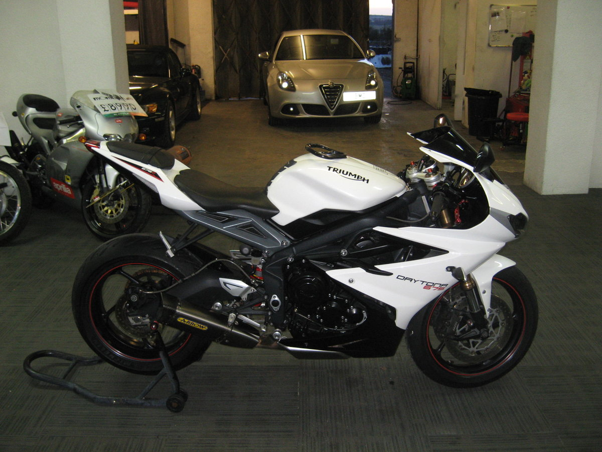 2016 16-reg Triumph Daytona 675 ABS Finished in white For Sale (picture 1 of 12)