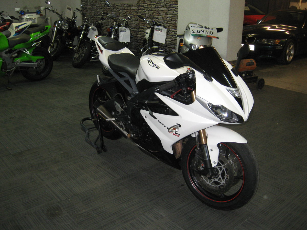 2016 16-reg Triumph Daytona 675 ABS Finished in white For Sale (picture 2 of 12)