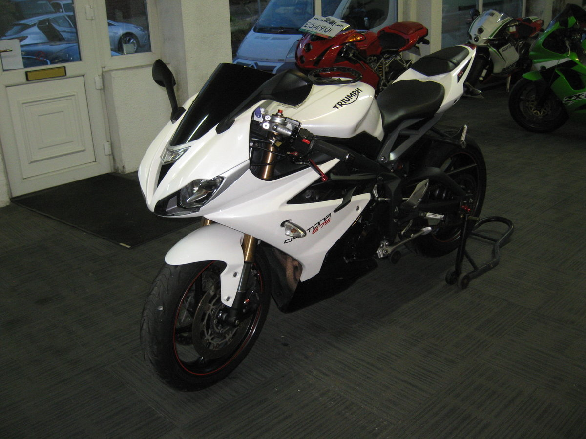 2016 16-reg Triumph Daytona 675 ABS Finished in white For Sale (picture 3 of 12)