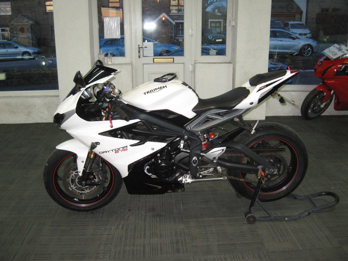 2016 16-reg Triumph Daytona 675 ABS Finished in white For Sale (picture 4 of 12)