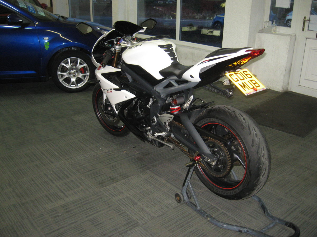 2016 16-reg Triumph Daytona 675 ABS Finished in white For Sale (picture 5 of 12)