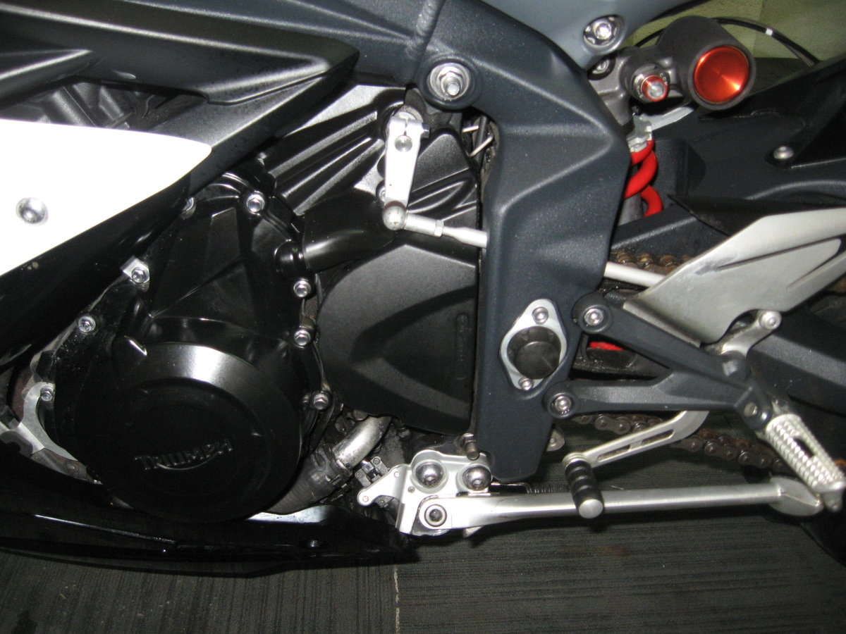 2016 16-reg Triumph Daytona 675 ABS Finished in white For Sale (picture 12 of 12)