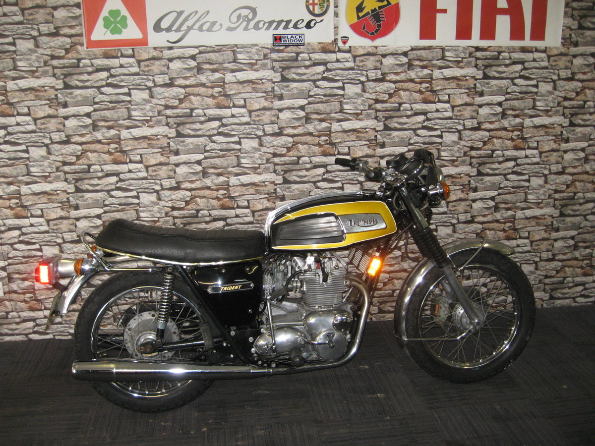 1975 N-reg Triumph Trident 750 finished in black and gold For Sale (picture 1 of 12)