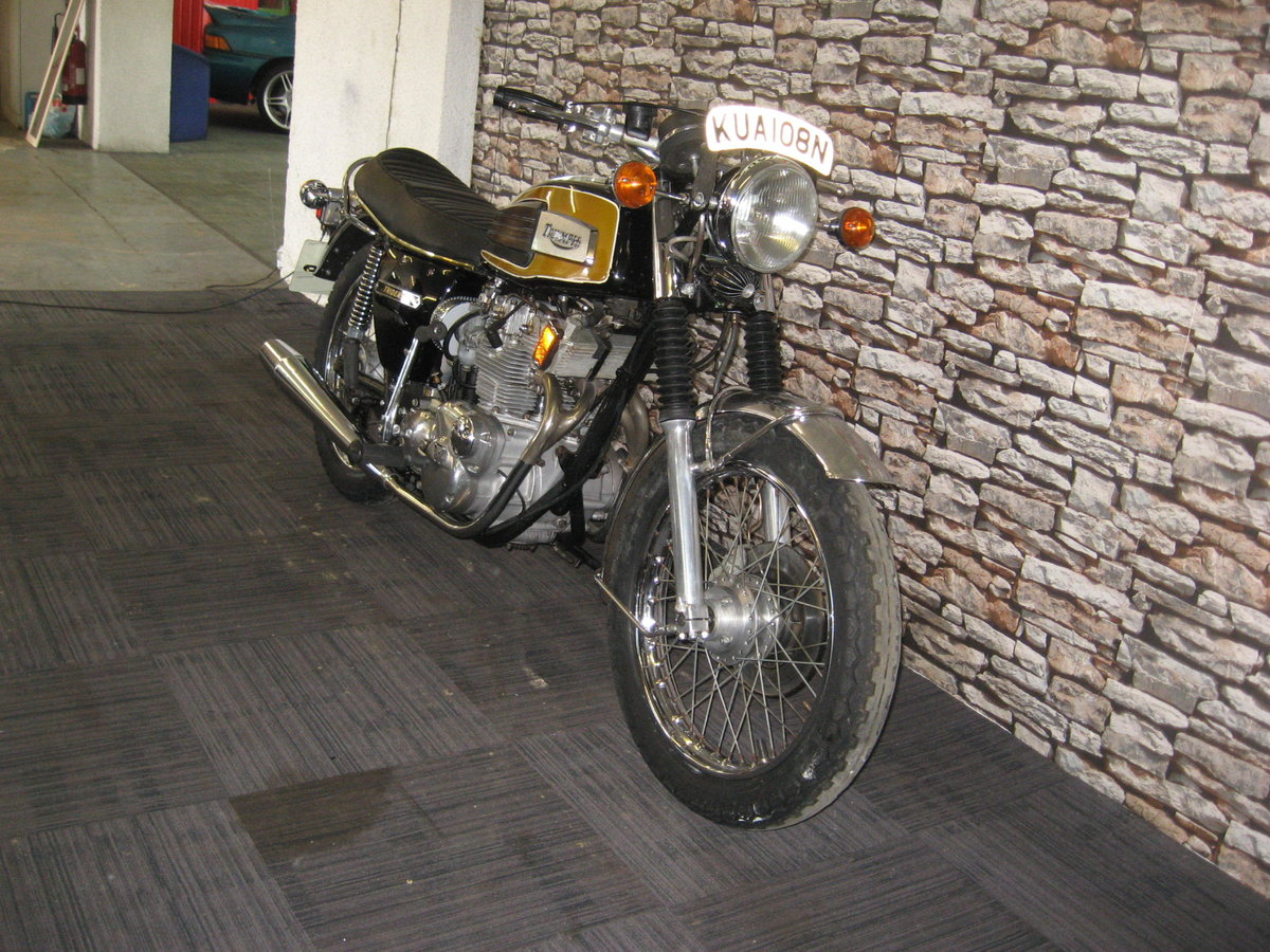 1975 N-reg Triumph Trident 750 finished in black and gold For Sale (picture 2 of 12)
