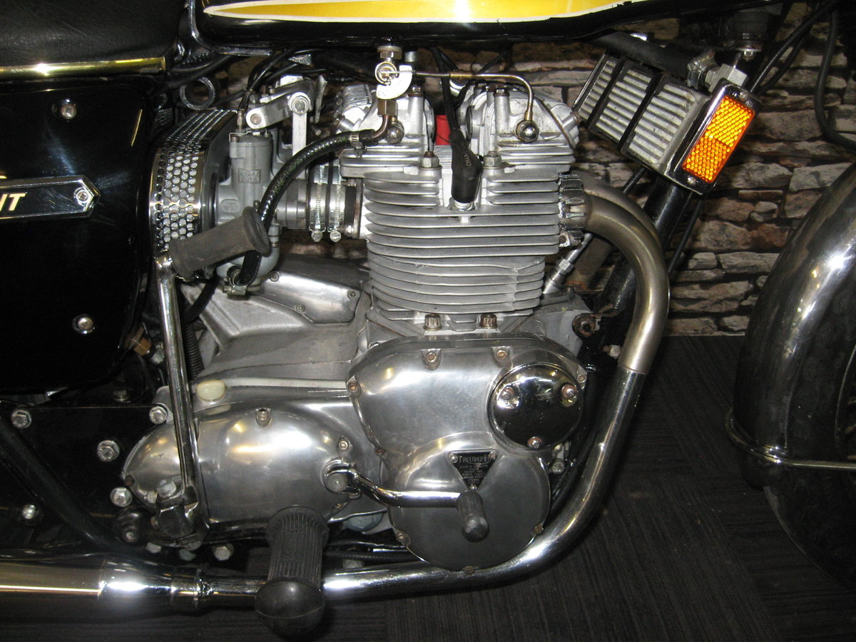 1975 N-reg Triumph Trident 750 finished in black and gold For Sale (picture 9 of 12)