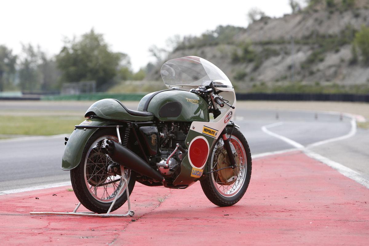 1969 Triumph Trident ex.Bennett Team TT rider Darryl Pendlebury SOLD (picture 3 of 8)