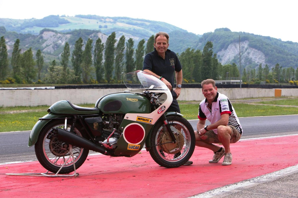 1969 Triumph Trident ex.Bennett Team TT rider Darryl Pendlebury SOLD (picture 5 of 8)