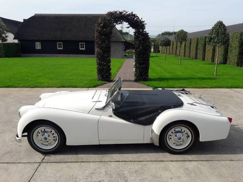 TRIUMPH TR 3 RARE MODEL 1957 VERY NICE SOLD (picture 5 of 6)