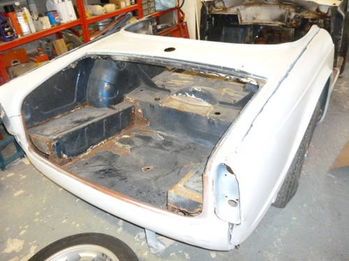 1966 TRIUMPH TR4A FOR TOTAL RESTORATION SOLD (picture 2 of 6)