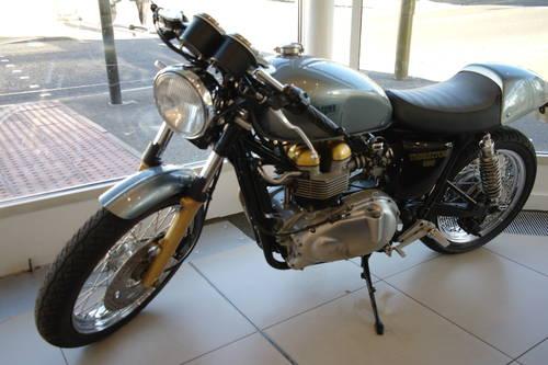 2003 Thruxtonised almost to perfection See Dec Classic Bike Guide For Sale (picture 1 of 3)