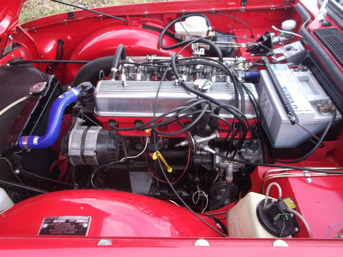 TR6 1974 RED WITH OVERDRIVE. FULL BODY OFF CHASSIS RESTORATI SOLD (picture 3 of 6)