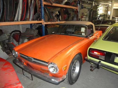 1969 Triumph TR6 with Surrey top For Sale (picture 3 of 6)