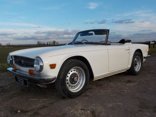 1971 WHITE TRIUMPH TR6 PROJECT GENUINE 150 BHP UK CAR WITH O SOLD (picture 1 of 6)