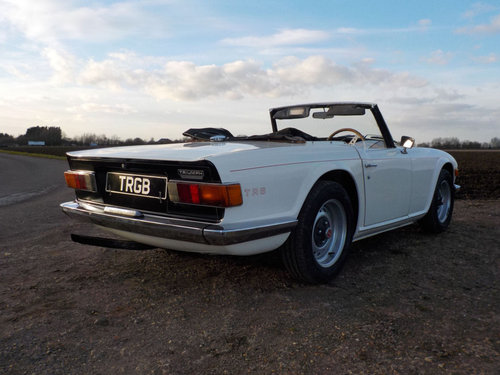 1971 WHITE TRIUMPH TR6 PROJECT GENUINE 150 BHP UK CAR WITH O SOLD (picture 2 of 6)