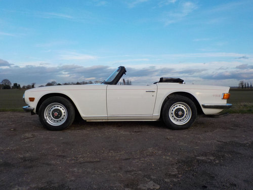 1971 WHITE TRIUMPH TR6 PROJECT GENUINE 150 BHP UK CAR WITH O SOLD (picture 4 of 6)