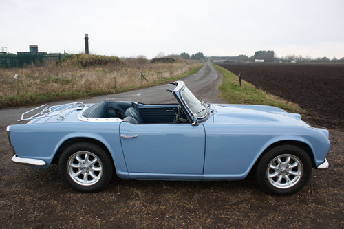 TR4 1964 LIGHT BLUE WITH OVERDRIVE SOLD (picture 5 of 6)