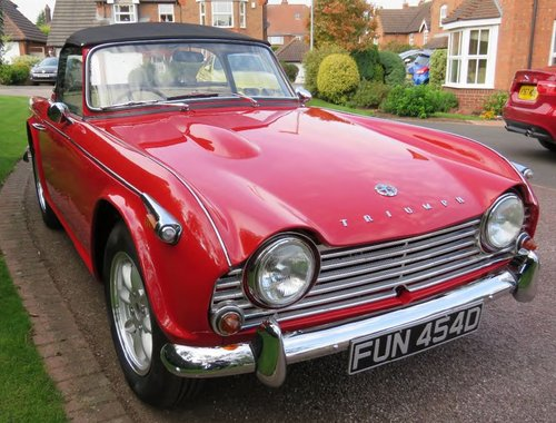 1966 Triumph TR4A IRS surrey top SOLD (picture 2 of 6)