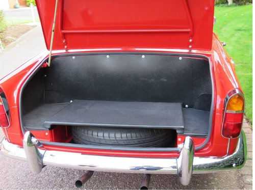 1966 Triumph TR4A IRS surrey top SOLD (picture 4 of 6)