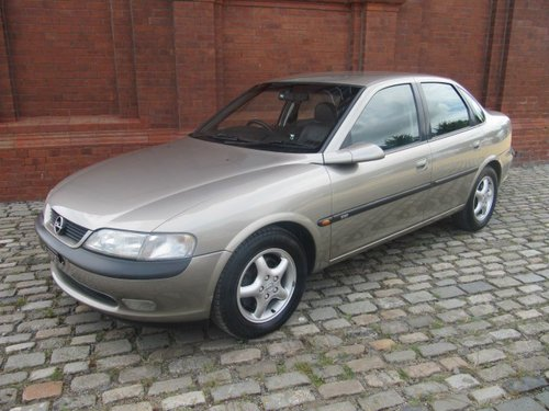 1997 VECTRA 2.5i V6 CDX AUTO * LEATHER * A/c * ONLY 14000 MILES For Sale (picture 1 of 6)