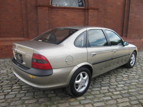 1997 VECTRA 2.5i V6 CDX AUTO * LEATHER * A/c * ONLY 14000 MILES For Sale (picture 2 of 6)