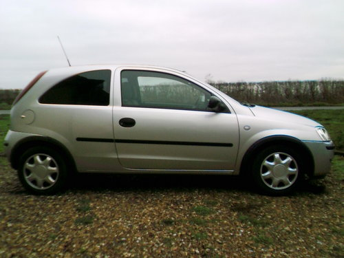 2005 very tidy low mileage corsa 1.2 life 3 door hatchback silver For Sale (picture 2 of 6)