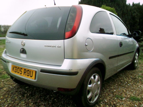 2005 very tidy low mileage corsa 1.2 life 3 door hatchback silver For Sale (picture 3 of 6)