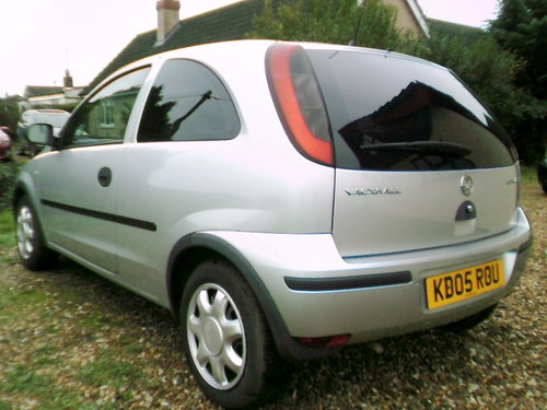 2005 very tidy low mileage corsa 1.2 life 3 door hatchback silver For Sale (picture 4 of 6)