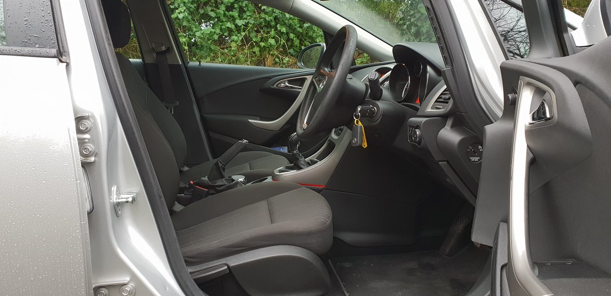 2010 Low mileage, lady owner car in superb condition.  FSH.   For Sale (picture 4 of 6)