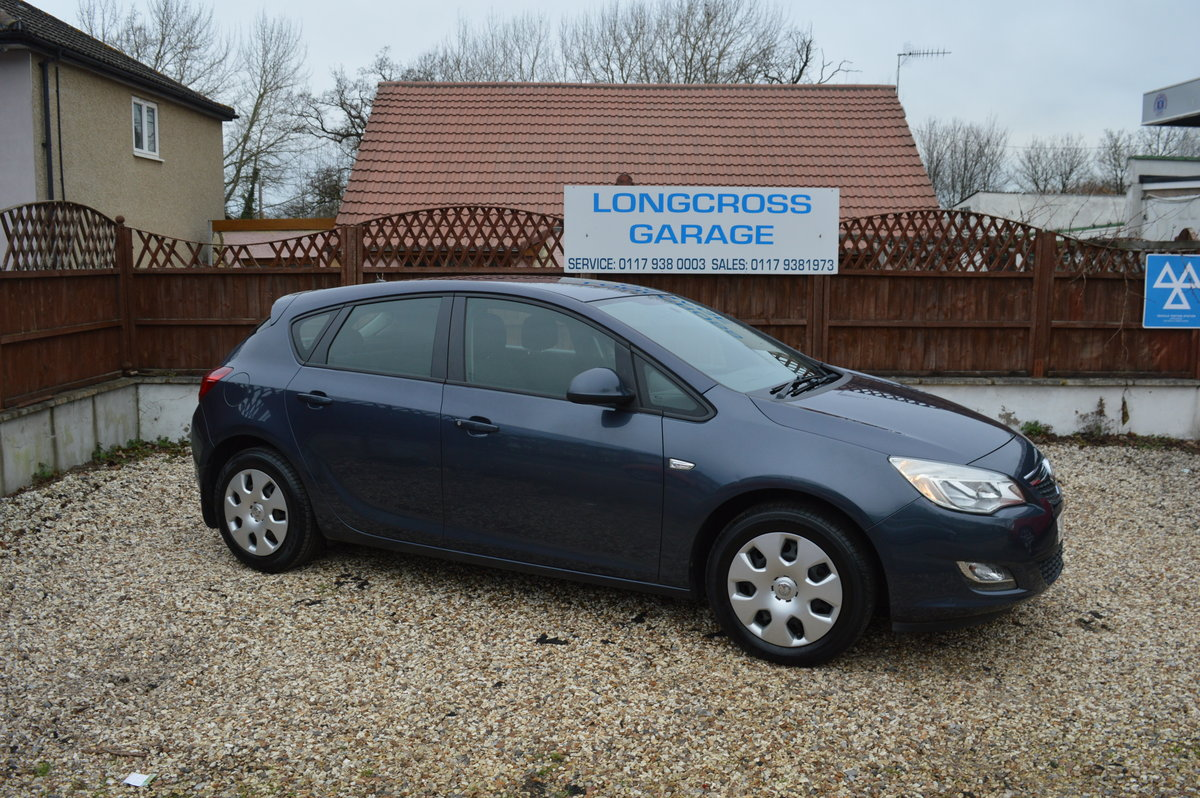 2011 Vauxhall Astra 1.4 i VVT 16v Exclusiv PETROL MANUAL For Sale (picture 2 of 6)