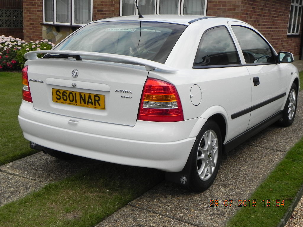 Astra Sport 1998 1.6 Top of the Range - White For Sale (picture 1 of 6)