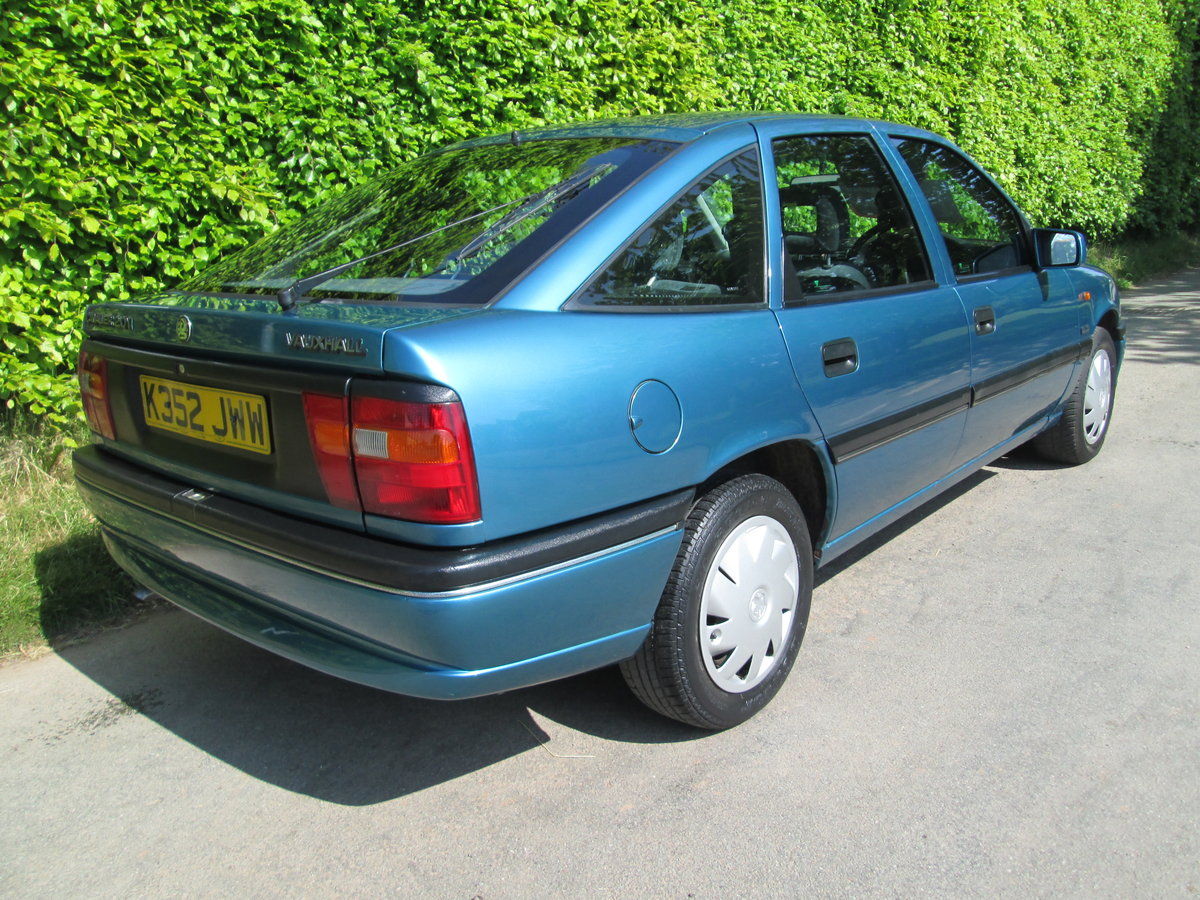 1992 vauxhall cavalier GLS auto rare invesment car For Sale (picture 5 of 6)