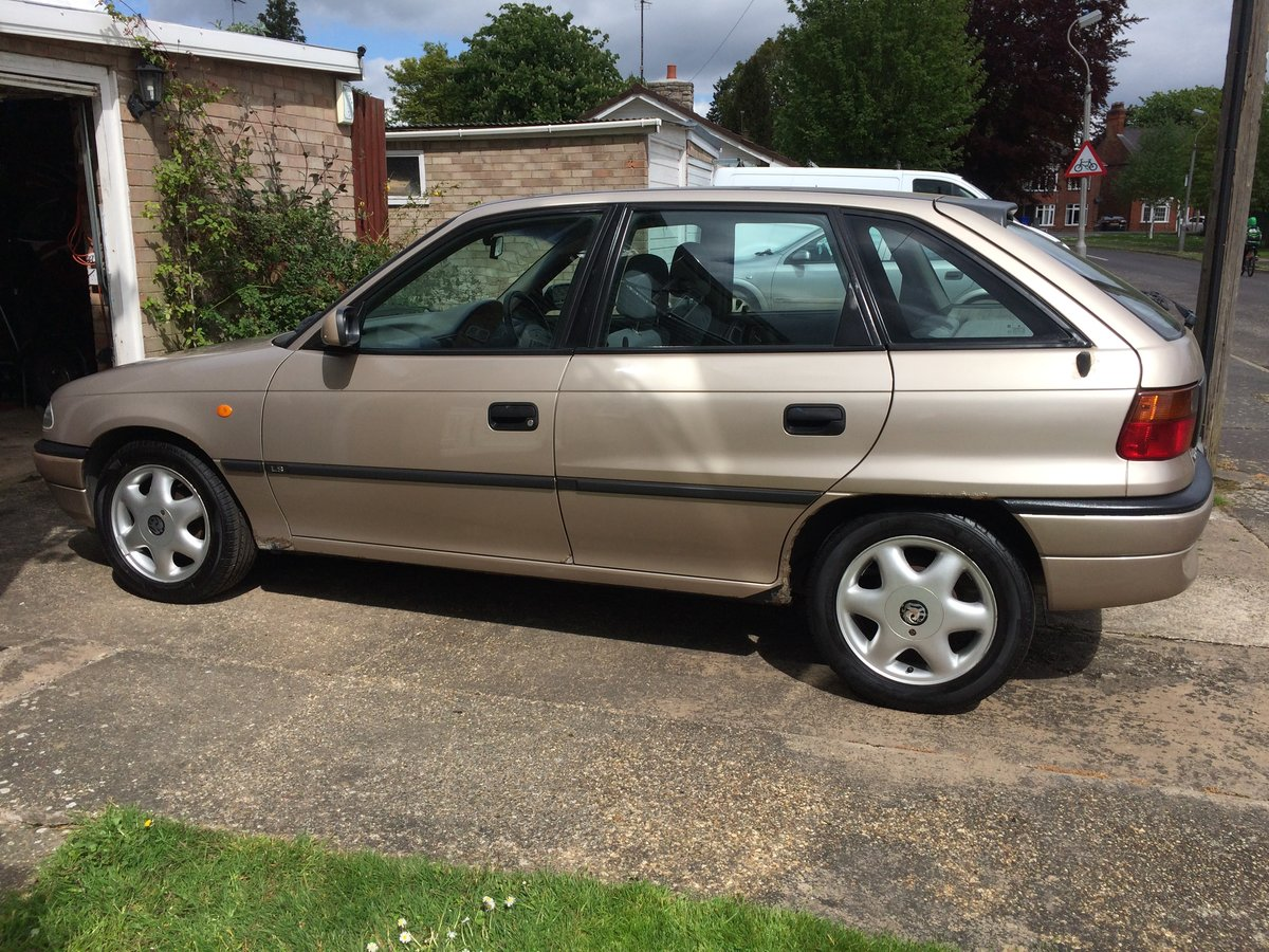1997 Vauxhall Astra For Sale (picture 2 of 3)